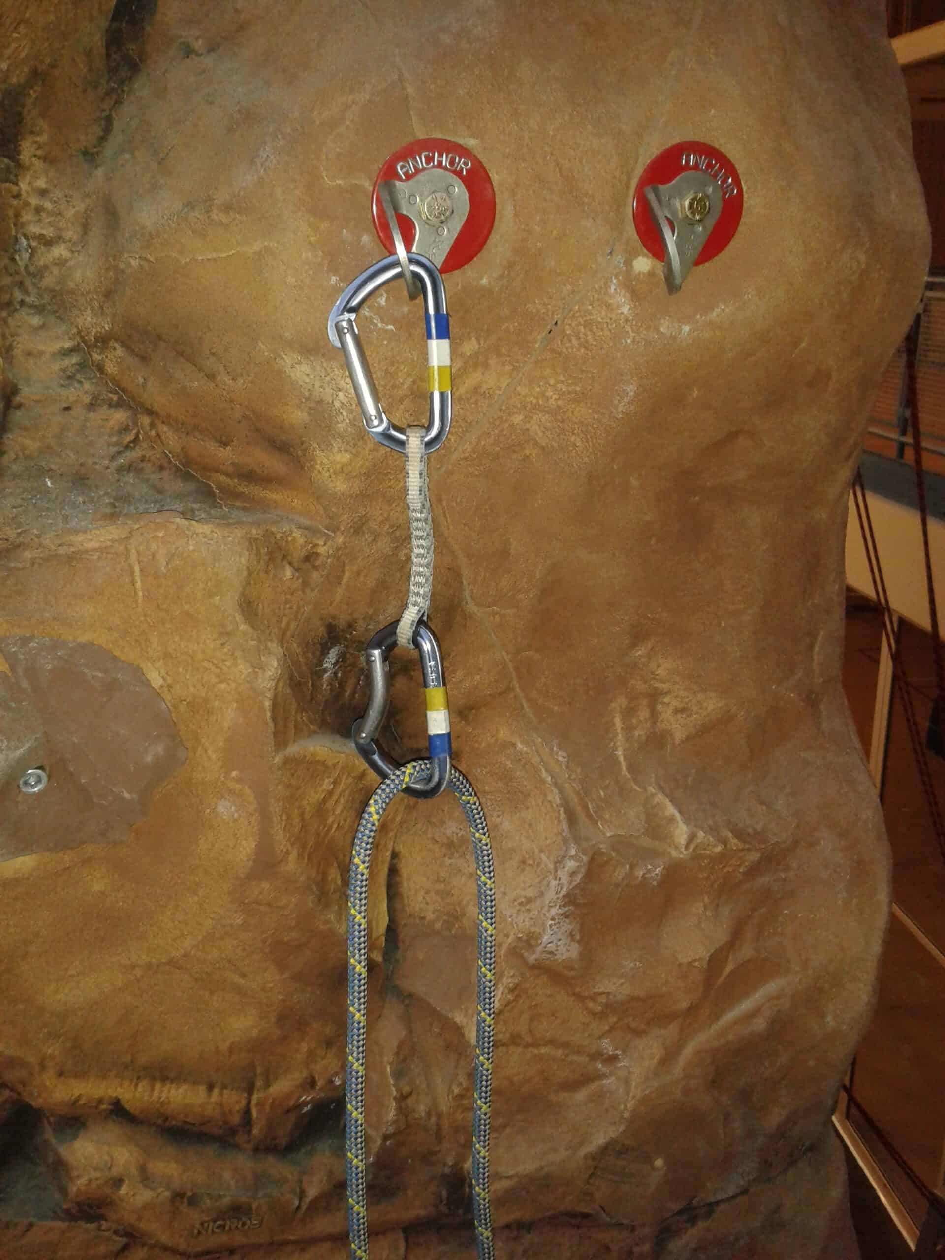 Non-redundant climbing anchor